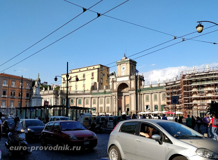 Площадь Данте в Неаполе
