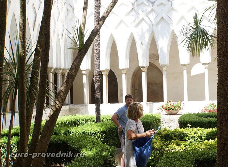Райский дворик комплекса Амальфи