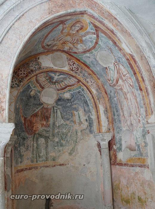 Капелла со средневековой фреской