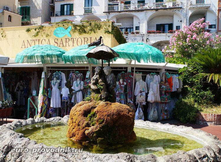 Магазинчик и фонтан