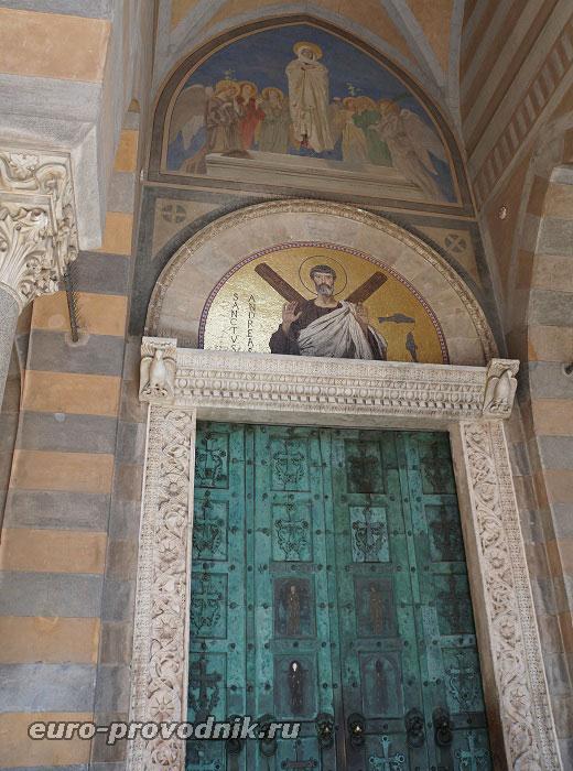Портал, бронзовые ворота XI века