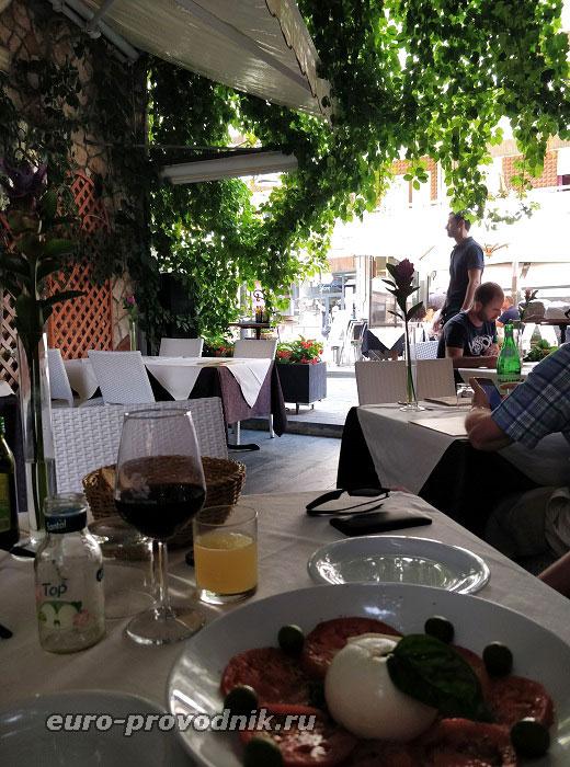 В кафе Майори