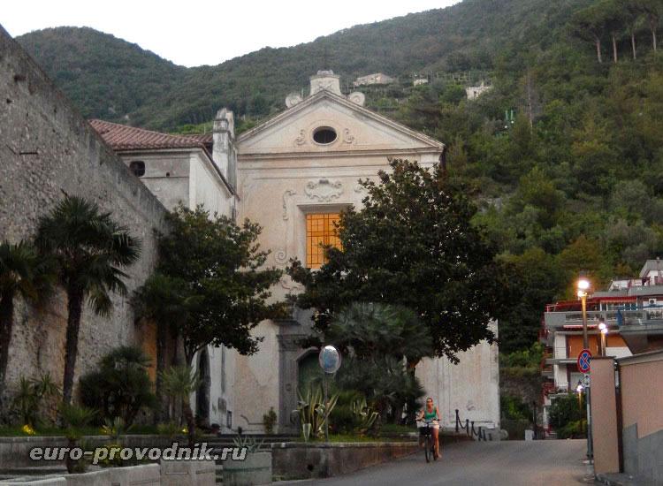 Церковь в Майори