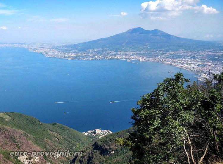 неаполитанское побережье с горы Монте Фаито
