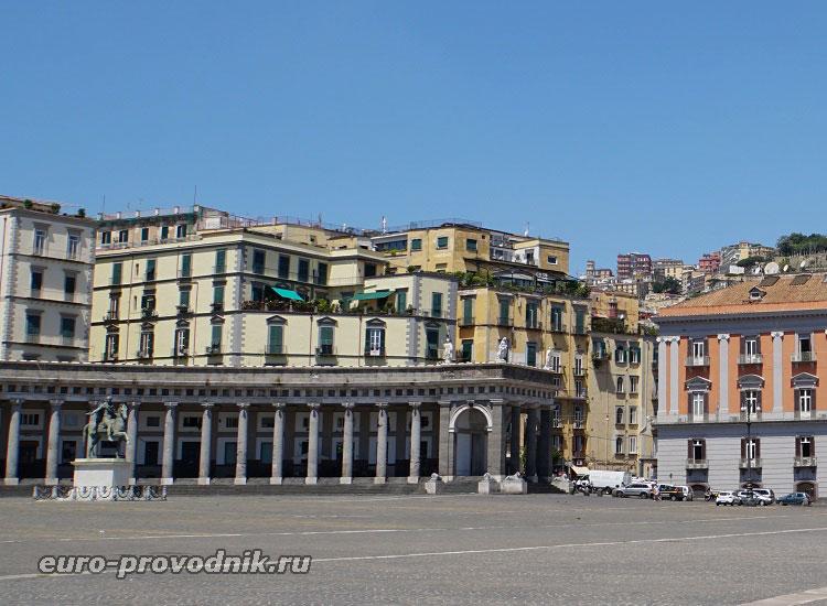 Галерея базилики на площади Плебисцита