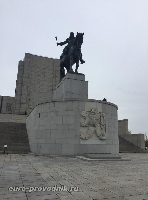 Монумент в честь Яна Жижки