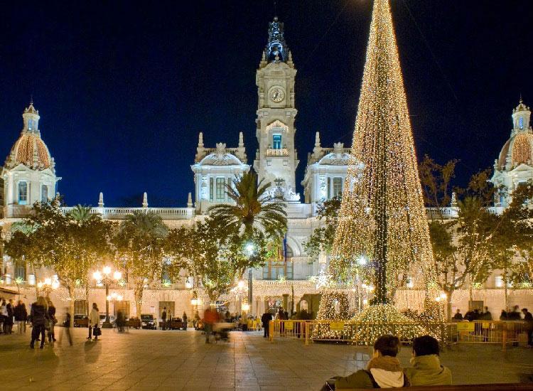 Елка перед зданием мэрии Валенсии