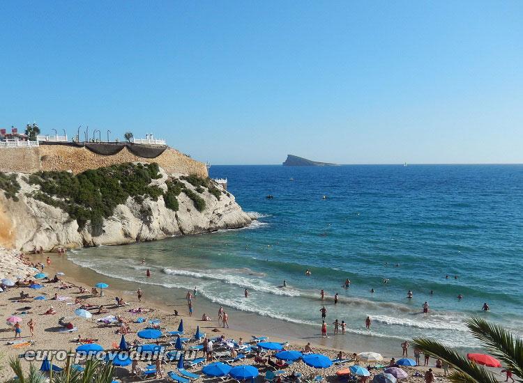 Вид с обзорной площадки над пляжем Мал Пас