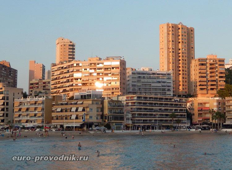 Отель в бухте La Cala