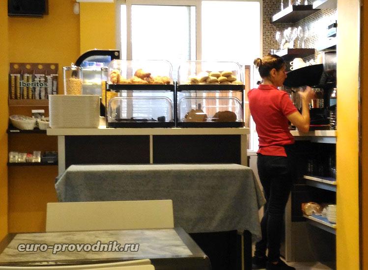 В кафетерии