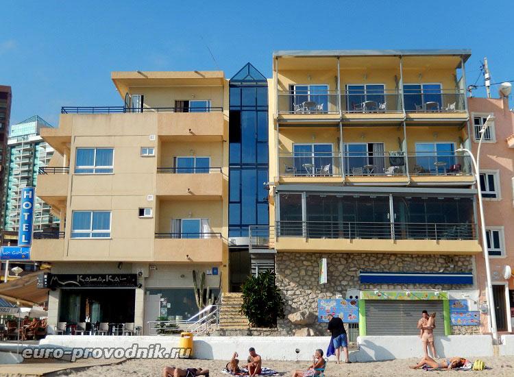 Фасад со стороны моря