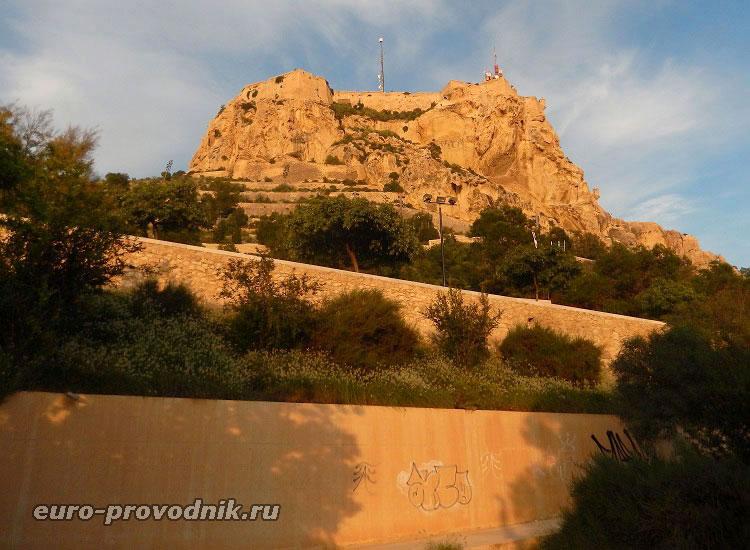 Гора Бенакантиль с крепостью