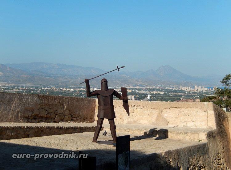 Воины на крепостных стенах