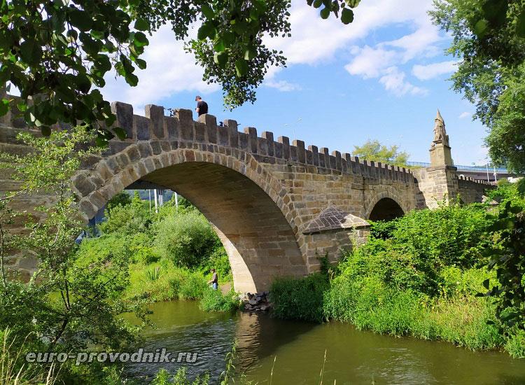 Средневековый готический мост