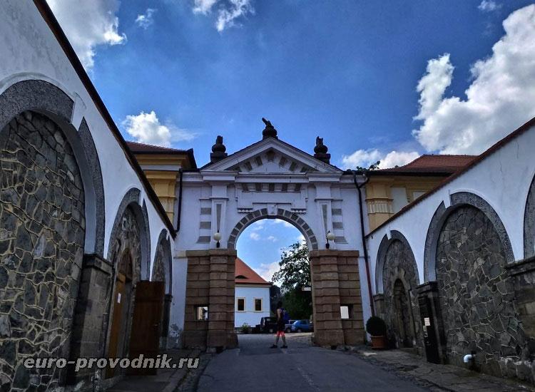 Внешняя входная арка