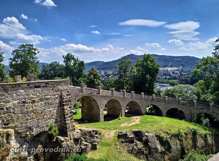 Дорога-мост к нижним воротам замка