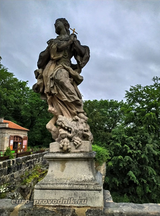 Скульптура на мосту