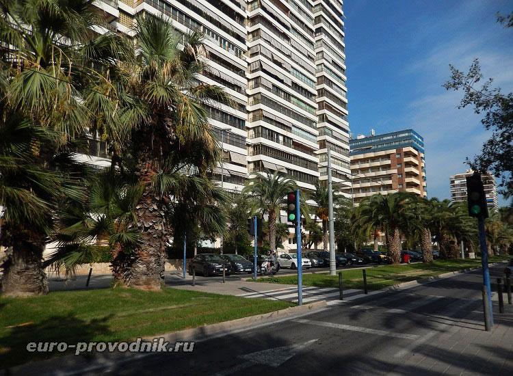Улица и здания апартаментов