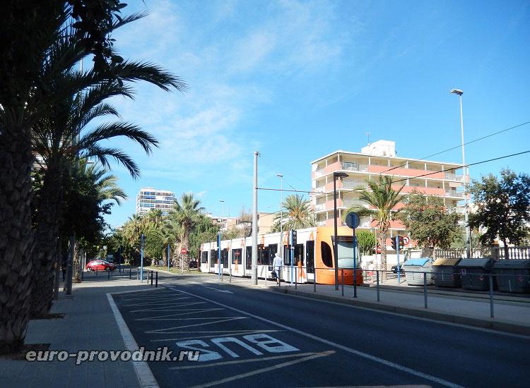 Трам №4 на линии в Сан Хуан