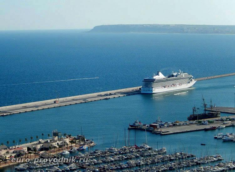 Круизный лайнер Средиземного моря