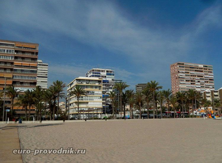 Первая линия пляжа Сан Хуан в Аликанте