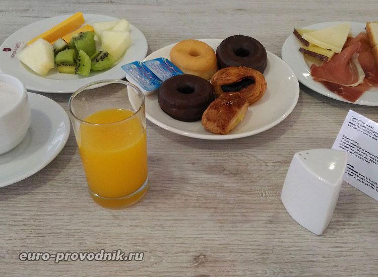 Завтрак в отеле Castilla